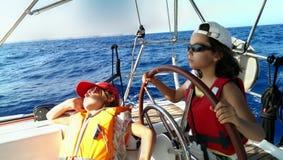 Ung segelbåtkapten  Fotografering för Bildbyråer