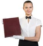 Ung servitris i vita handskar som rymmer mappen Arkivbild
