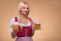 Ung sexig blond bärande dirndl Fotografering för Bildbyråer