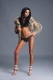 Ung sexig fitkvinna i trevlig damunderkläder Royaltyfria Foton