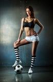 Ung sexig fotbollsspelare Arkivbilder