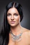 Ung skönhet med långt mörkt hår Royaltyfria Bilder