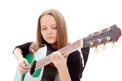 Härlig flicka med gitarren på vitbakgrund royaltyfria foton