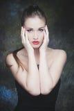 Ung skönhetstående för elegant kvinna royaltyfri bild