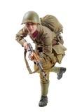 Ung sovjetisk soldat med geväret på den vita bakgrunden royaltyfria bilder