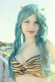 Ung strimmig jäkelkvinnadräkt Cosplay Manga Fotografering för Bildbyråer