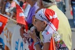 Ung supporter som tycker om sporten på världen som orienterar mästerskap i Lausanne, Schweiz arkivbild