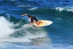 Ung surfare i Southport, Australien Royaltyfri Fotografi