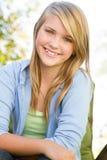 Ung tonårig flicka utanför Royaltyfria Bilder