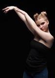 Ung tonårig kvinnlig stående för skönhetbottenlägetangent med dagmakeup på bla Arkivbild