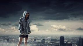 Ung utomhus- boxarekvinna Blandat massmedia Royaltyfri Bild