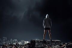Ung utomhus- boxarekvinna Blandat massmedia Fotografering för Bildbyråer