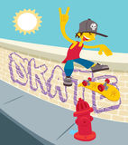 Ung vit skateboarder - flip 360 Arkivbild