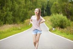Ung vuxen attraktiv sexig och för sensualitet härlig brunett wo fotografering för bildbyråer