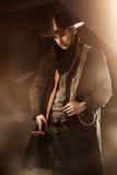 Stilig man i cowboykläder arkivfoton