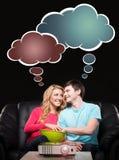 Unga älskvärda par som är lyckliga tillsammans Arkivfoto