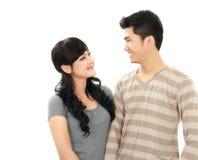 Unga asiatiska par royaltyfria bilder