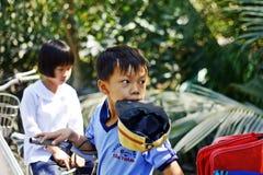 Unga asiatiska skolbarn Royaltyfria Foton