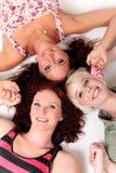 unga attraktiva tre kvinnor Royaltyfria Bilder