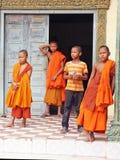 Unga buddistiska Monks Arkivbild