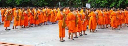 unga buddistiska monks Arkivbilder