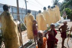 unga buddistiska monks Royaltyfria Bilder