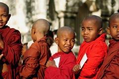 unga buddistiska monks Royaltyfri Fotografi