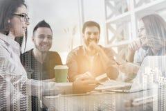 Unga caucasian businesspeople i möte Arkivfoton