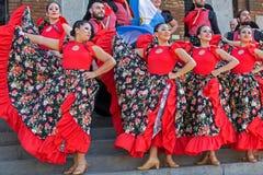Unga dansare från Argentina i traditionell dräkt arkivfoton