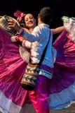 Unga dansare från Colombia i traditionell dräkt Arkivbilder