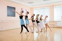 Unga dansare på balettgrupp Royaltyfria Foton