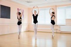 Unga dansare på balettgrupp Fotografering för Bildbyråer