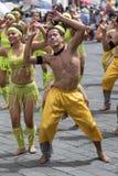 Unga dansare på Corpus Christi ståtar Arkivfoton