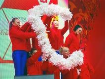Unga dansare utför på etapp Royaltyfri Foto