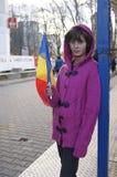 Unga flickan firar nationell dag i Rumänien Royaltyfri Bild