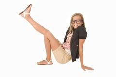 Unga flickan med två skor kan inte avgöra Arkivbilder