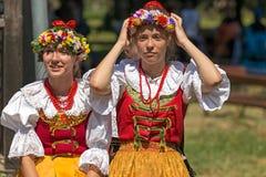 Unga flickor från Polen i traditionell dräkt 9 Arkivbilder