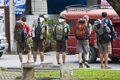 Unga fotvandrare i nordliga Thailand royaltyfri fotografi