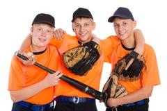 Unga grabbar i form för leken av baseball arkivbilder