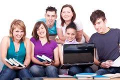 unga grupptonåringar arkivbild