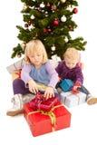 unga gulliga flickor för jul Arkivfoton