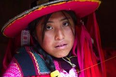 Unga Inca Woman i dräkt Arkivbild