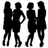 unga kvinnor för silhouette två Fotografering för Bildbyråer
