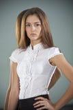 Unga kvinnor i affärsdräkt Royaltyfria Bilder