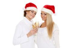 Unga kvinnor med exponeringsglas av champagne Jul Fotografering för Bildbyråer