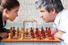 Kvinna- och mankonkurrens arkivbild