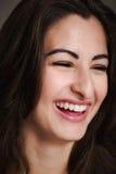 Unga latinamerikanska kvinnor som tillfälligt ler Fotografering för Bildbyråer