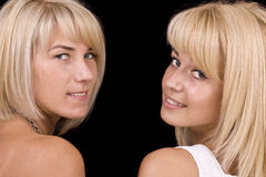 unga le kvinnor Arkivbild