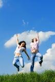 unga lyckliga kvinnor Arkivfoto