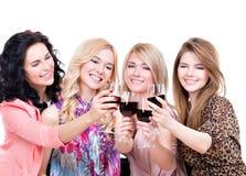 Unga lyckliga kvinnor som har gyckel arkivbild